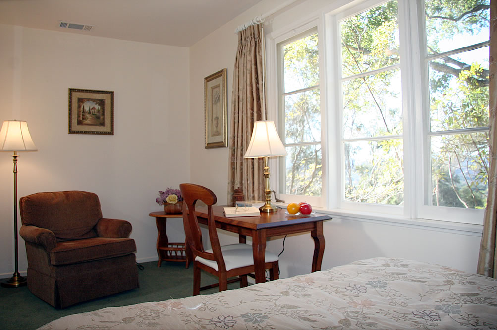 ojai valley b&b inn - cozy room