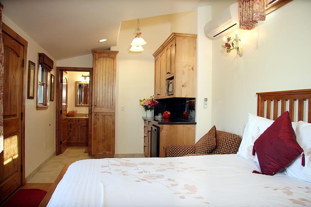 ojai valley b&b inn - balcony room